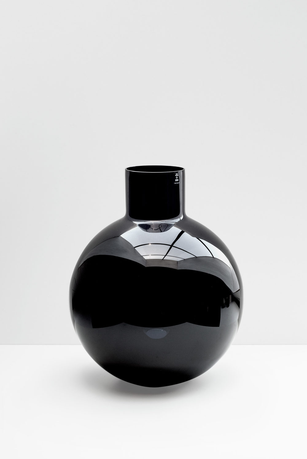 Pallo clear black
