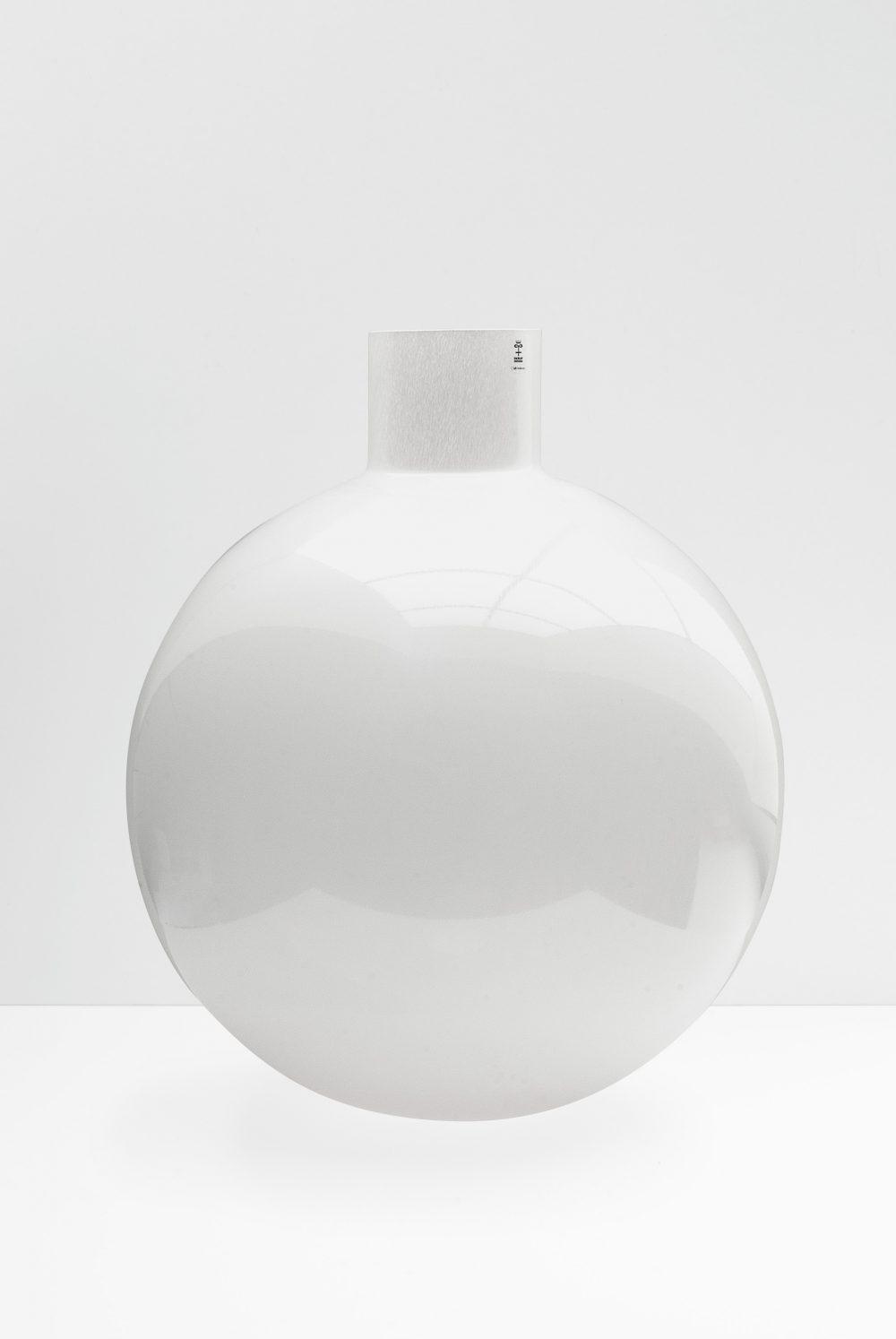Large Pallo in Shiny White