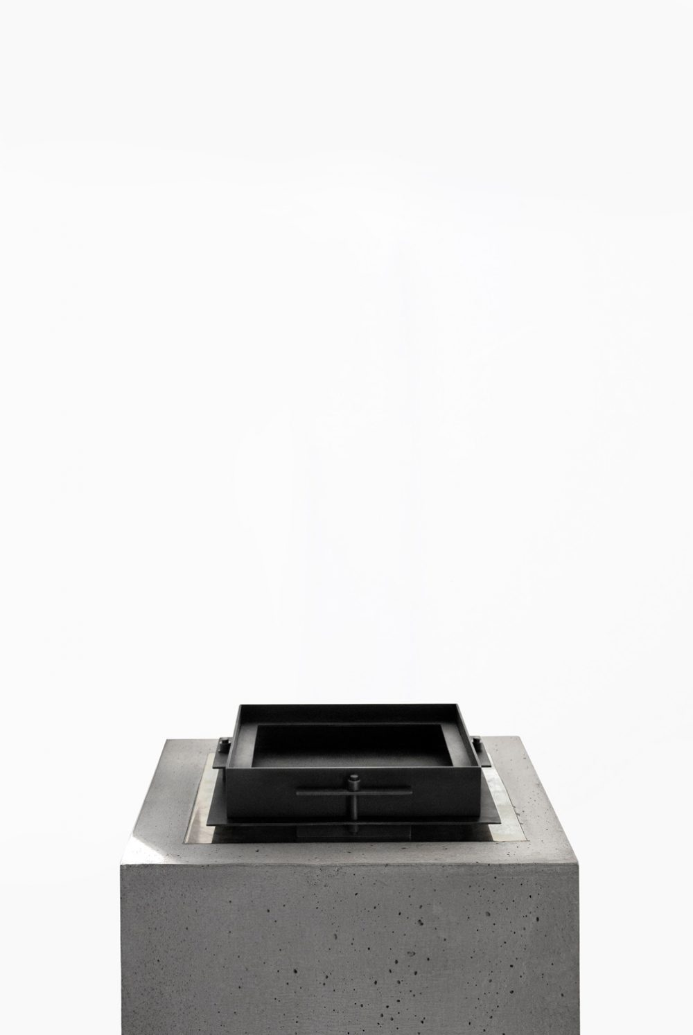 Sizar Alexis Pilier Blackened Steel Tray Small